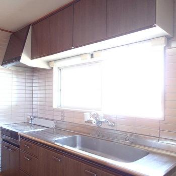 キッチンも大きい!窓付き!