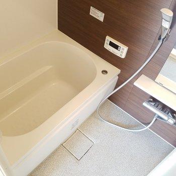 お風呂は追い焚きが付いていますよ!