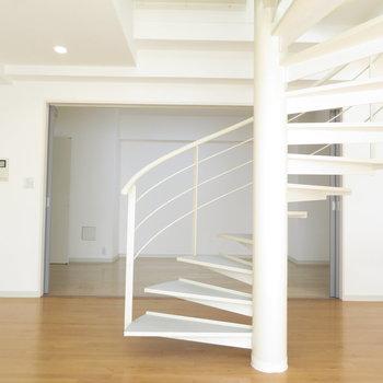 螺旋階段の存在感がありますが、かなり広いです。