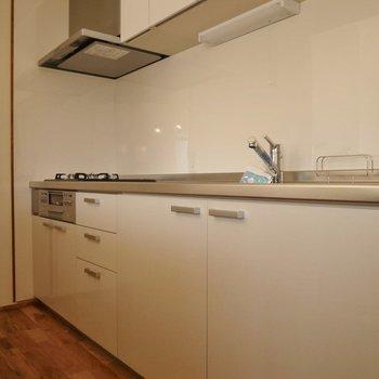 キッチンはシンプルにホワイトで◎
