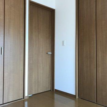 こちら側のお部屋は少し狭いかな