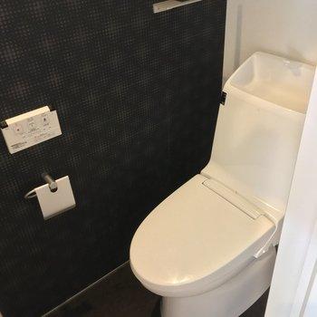 トイレ!こちら小窓もついてます