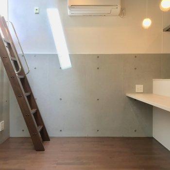 キッチンがあるフロアは半地下タイプ
