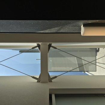 バルコニー付近の天井はなんと天窓!凝ってるネ!