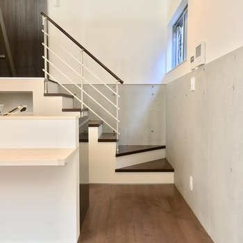 キッチンの後ろの階段を登って・・・