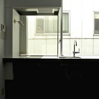 キッチンもザッツシンプル ※写真は別部屋です