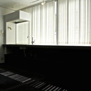 カウンターのある風景 ※写真は別部屋です