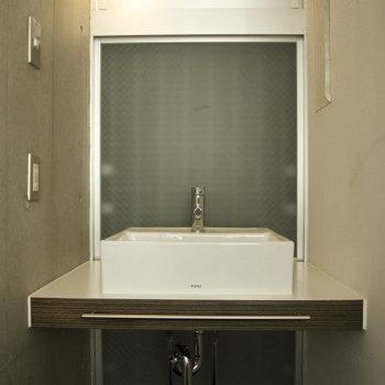 デザイン洗面台です ※写真は別部屋です