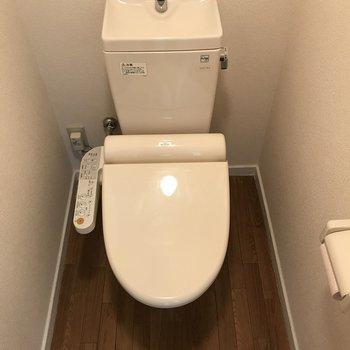 トイレは個室ですよー
