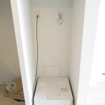 洗濯機置場はキッチン横にあります。※掲載写真は工事中のものとなっております。