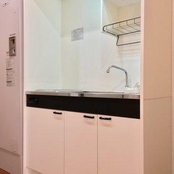 キッチン!冷蔵庫置場が手前にあるよん