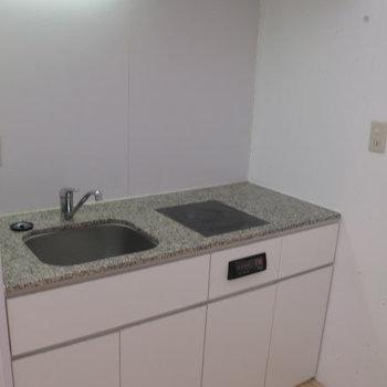 キッチン収納は下側にしかありませんので注意。※掲載写真は同間取り別部屋のものです。