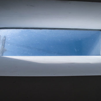 ロフトに寝転ぶと見える天窓!こういうのって素敵ですね。※掲載写真は同間取り別部屋のものです。