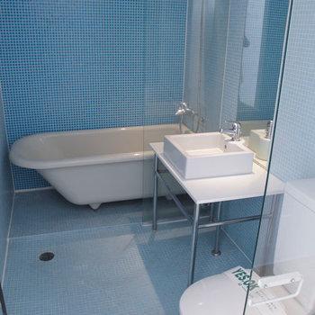 バスルームもまたオシャレですね〜♪※掲載写真は同間取り別部屋のものです。