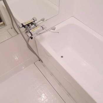 【イメージ】塗装と水栓交換でこんなにもキレイに!