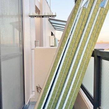 リビングのベランダには屋根付きで安心!