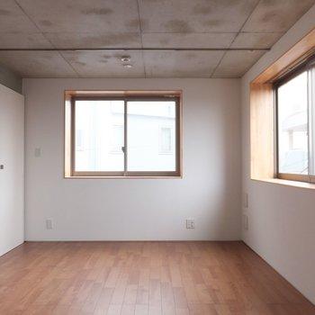 開放感のある空間。※掲載写真は別部屋です。間取りが変更されいていますので間取図をご確認願います。