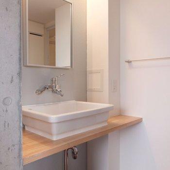 洗面台にも同じ効果※掲載写真は別部屋です。間取りが変更されいていますので間取図をご確認願います。