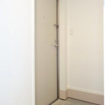 玄関にはシューズボックスあります!
