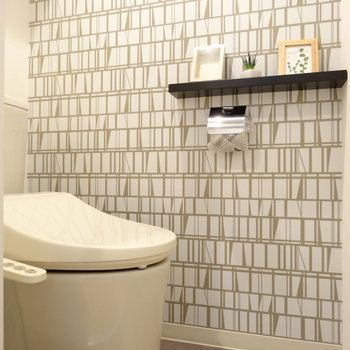 トイレにも飾り棚が。