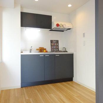 キッチン空間はゆるく分かれていてよし。