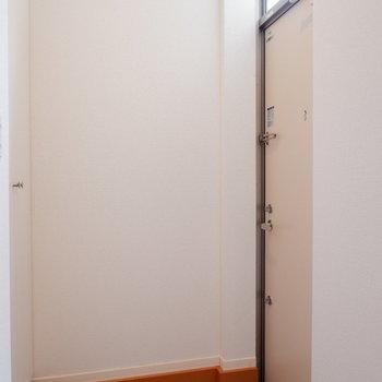 玄関床はタイルです。