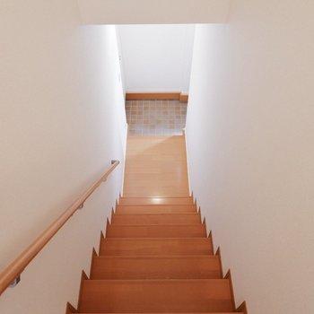 玄関は1階部分に。