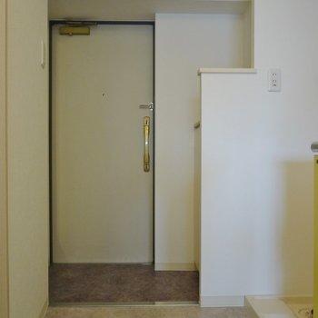 玄関はこちら!※写真は同タイプの別室