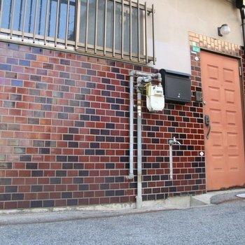 ここが玄関になります。なかなかレトロ
