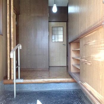 玄関からは3つの部屋に直結しているのです。