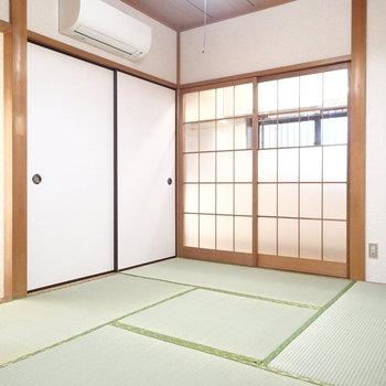 リビングに面した和室。完全にコタツに半纏が似合う。