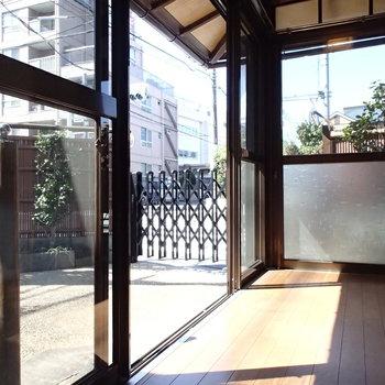和室に面した縁側。しゃぼん玉したい。