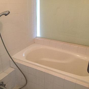 お風呂ゆったりめ。※写真は同間取りの別部屋です