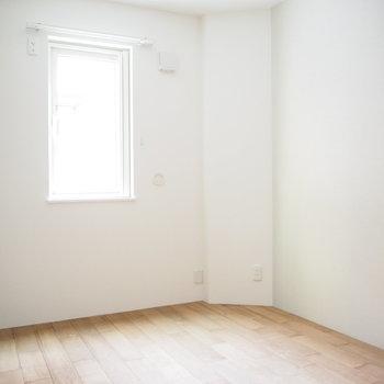 一階のお部屋は少し暗めかな?