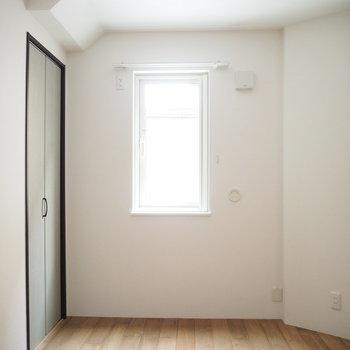この横の扉は