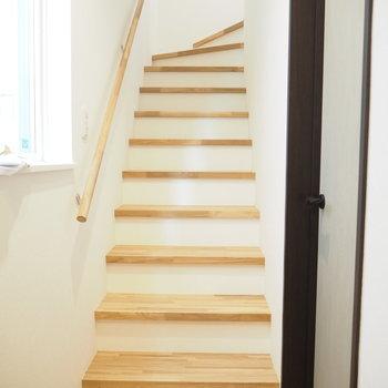 玄関入って目の前はこの階段!