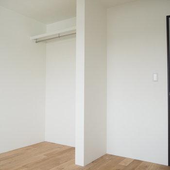 奥のお部屋は正方形で使いやすく