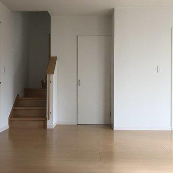階段横のこの扉の先にはね・・・