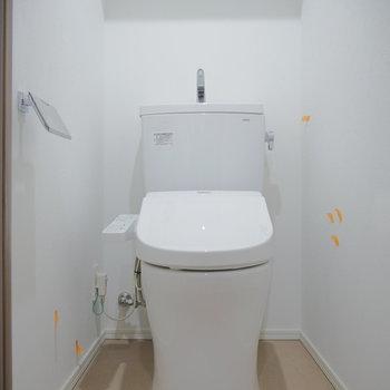 トイレは別れて。ウォシュレット付! ※クリーニング前のものです