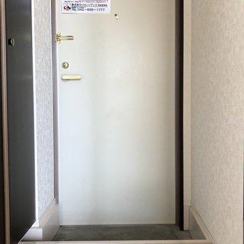 玄関は白くて清潔感たっぷり