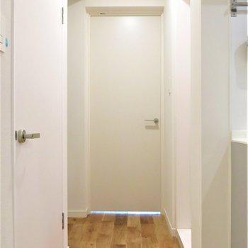 玄関からお部屋へのアプローチ*。