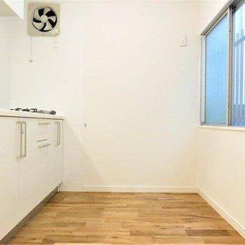 キッチン後ろのスペースも広くていいですね!