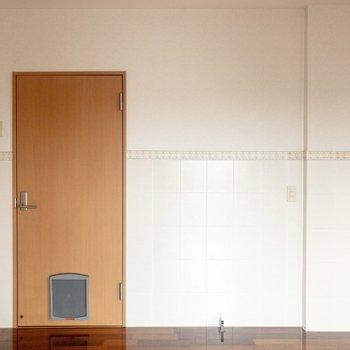 【洋室①】右の壁側にベッドを置こうかな。