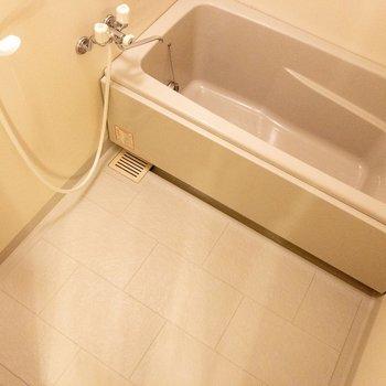 バスルームは追い焚き機能付き。