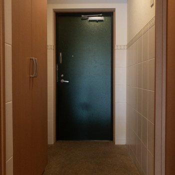 玄関前はスッキリ。