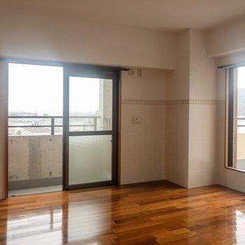 【洋室②】こちらのお部屋にもバルコニーがあります。