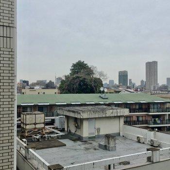 遠くに東京タワーがチラリ!