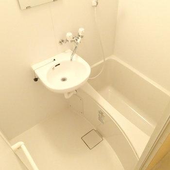 独立洗面台はなく、2点ユニットです。