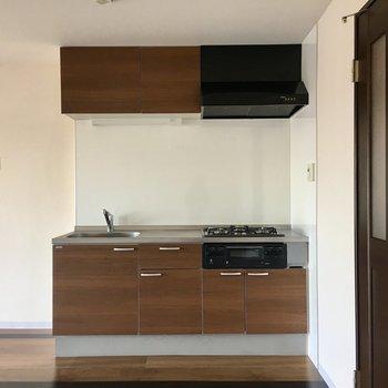 LDKの大きなキッチン。
