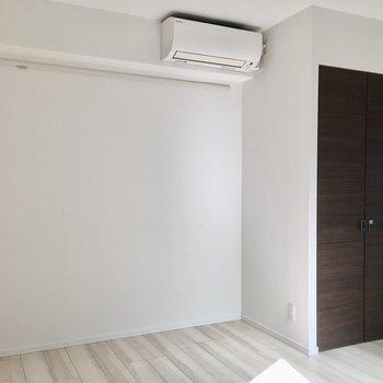 ピクチャーレール、エアコンは2部屋完備。